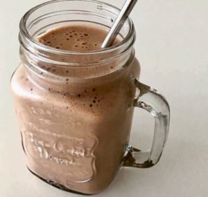 homemade-snacks-eat-before-workout-coldbrew-banana-smoothie