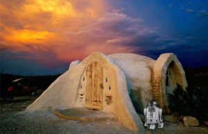 Off-grid adobe dome in the desert