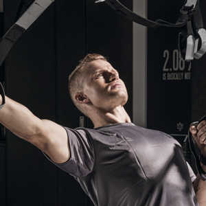 man using a trx to do his cardio workout