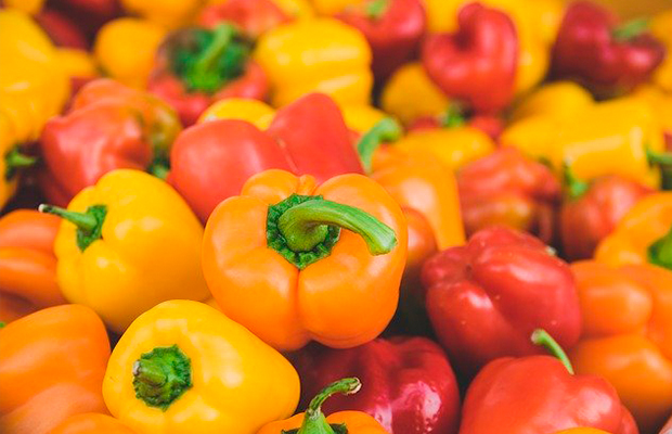 red, yellow and orange bell peppers have vitamin c